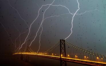 Bridge-Hit-by-Lightning-Wallpaper