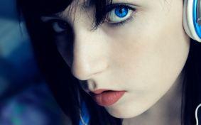 Blue-Eyed-Headphone-Girl