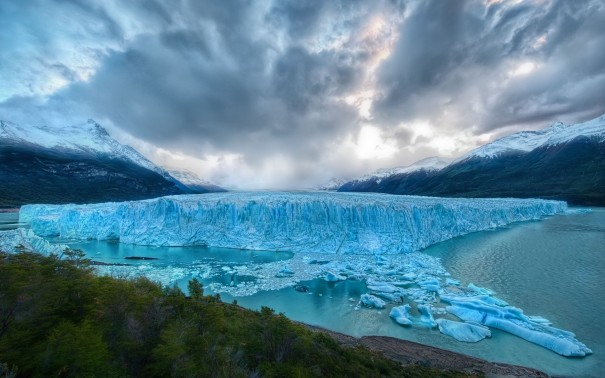 Blue-Melting-Glacier