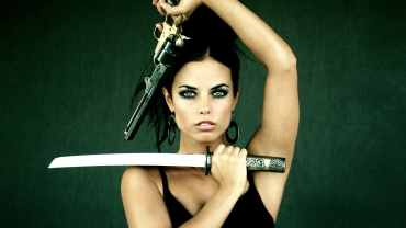 Girl-With-Sword-and-Gun