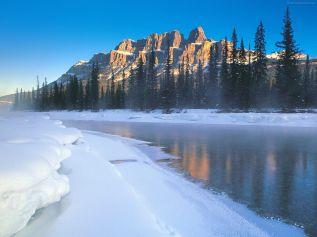 Ice-Lake-Mountains