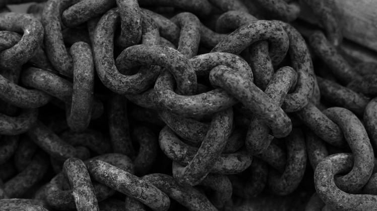 Black-Rusty-Chains