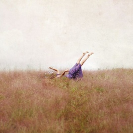flying-meadows-woman-purple-feet