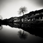 black-white-river-homes