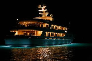 yacht-luxury-by-night